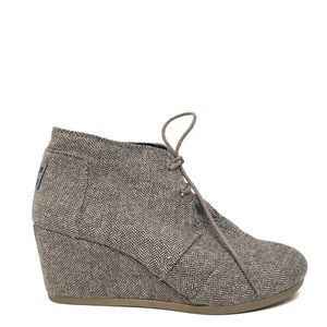 TOMS Gray Desert Wedged Lace Up Boots 8.5